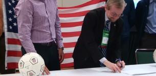 Dr Jim Whitehead, ACSM President, signs the MOU